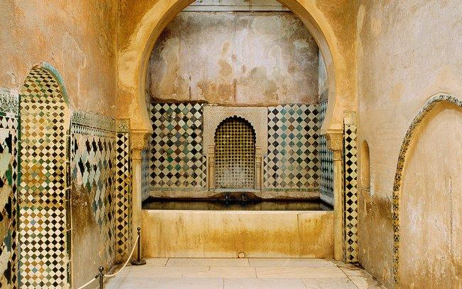 Die Häuser Von Denen, Die Es Sich Leisten Konnten, Wurden Damit  Ausgestattet, Ebenso Wie All Die Paläste In Der Alhambra.