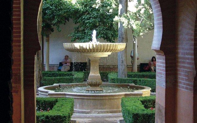 Patio de lindaraja la alhambra de granada for Patios de granada