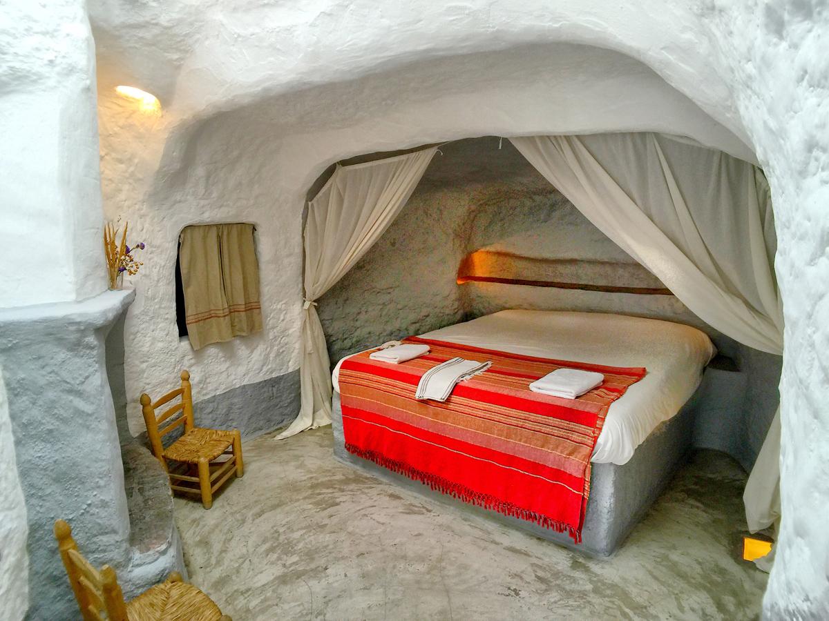 Casas-Cueva---Hoteles-en-cueva---Al-Jatib---Baza---151108132352-2